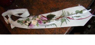 Custom live flower tie
