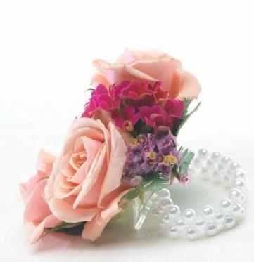 Markham Floral Wristlet